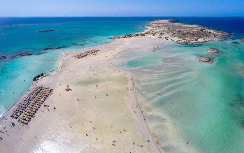 Μια ελληνική σμαραγδένια παραλία στις 50 καλύτερες του κόσμου