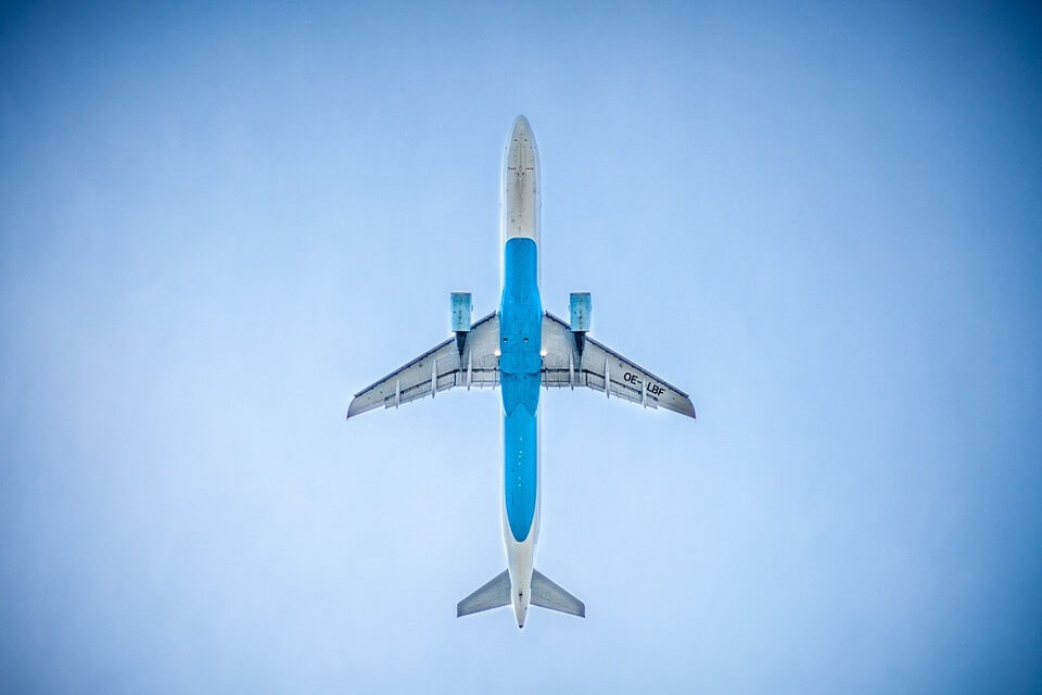 Συνεχίζεται η οδηγία για μόνο ουσιώδεις πτήσεις εσωτερικού